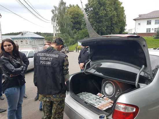 Калужские следователь и оперуполномоченный угрозыска задержаны при получении взятки