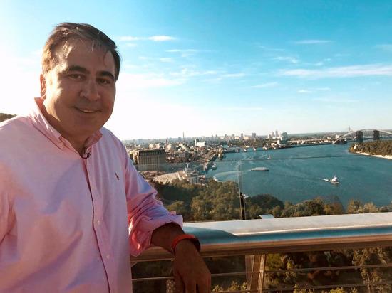 Саакашвили заявил о страхе грузин быть разбомбленными Россией из-за Габунии
