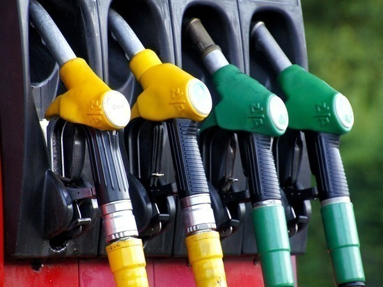 В ЯНАО хозяин заправки поднял цену на бензин на 40%