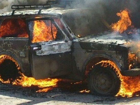 В Калининграде в СНТ «Золотой Петушок» сгорел автомобиль «Нива»