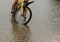 Жители Муравленко жалуются на затопленные улицы и дома