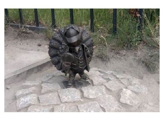 Пятую мини-скульптуру павлиненка установили в Серпухове