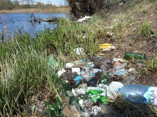 Берега мордовской реки Нуя превратили в помойку