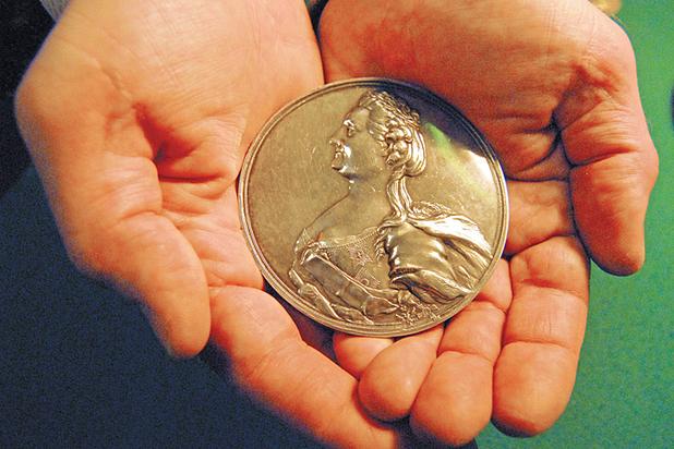 Парадоксы золота: когда в России станет выгодно в него вкладываться