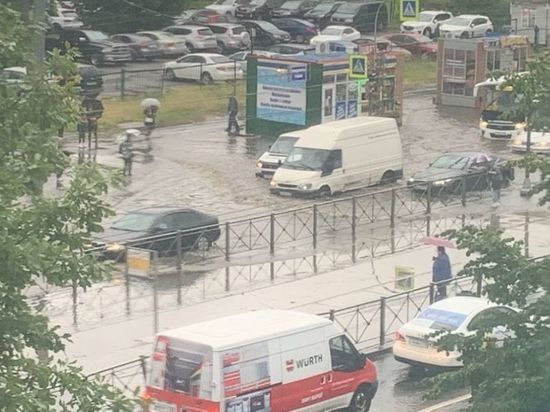 Названы два самых затопленных сегодня района Петербурга