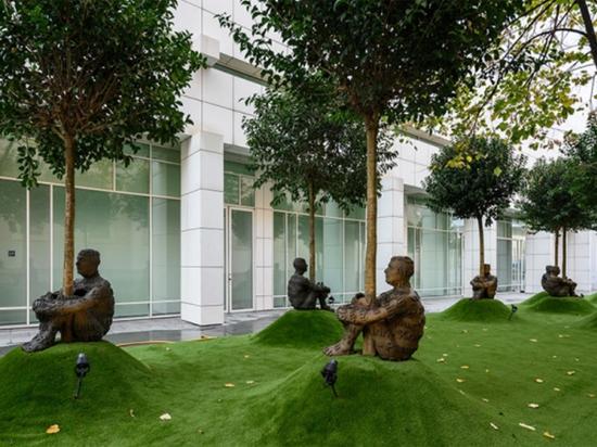 Москву посетил культовый испанский скульптор Пленса: превращения металла