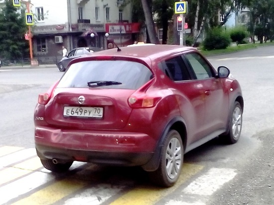 В Хакасии водительница внедорожника попала в ДТП, пытаясь обогнать троллейбус