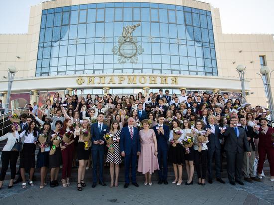 """Сургутские выпускники сдали экзамен на """"отлично"""""""