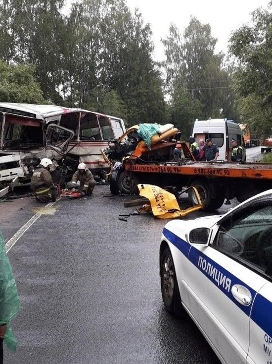 В Ярославской области эвакуатор пошел на таран автобуса