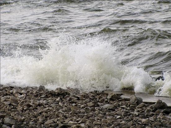 Десять жителей Чувашии оказались в ловушке на острове из-за сильного ветра