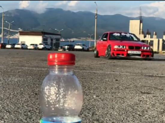 #BottleCapChallenge: Новороссийский стритрейсер открыл бутылку бампером дрифтующего BMW