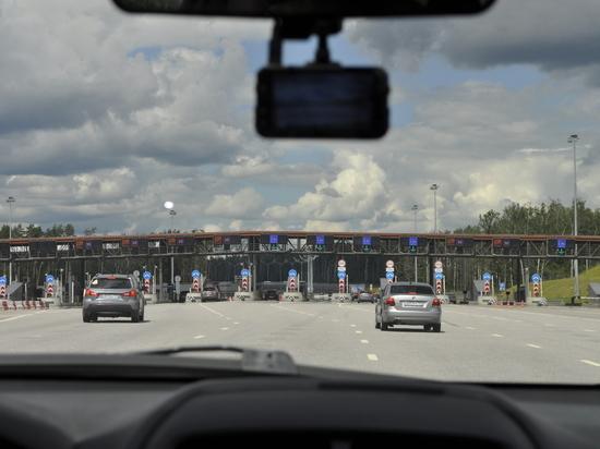 Водители устроили тест-драйв нового участка М-11 от МКАД до Твери