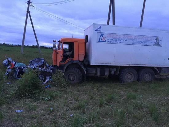 На трассе «Кола» Камаз раздавил три машины: есть жертвы