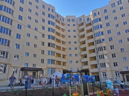 Справедливость есть: в Севастополе обманутые дольщики получили ключи от квартир