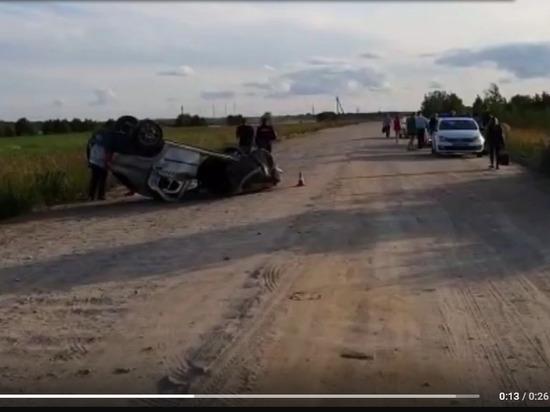 Иномарка с подростками перевернулась в Ленобласти