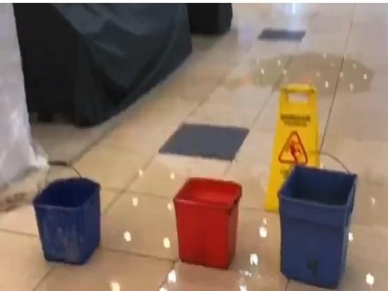 В Оренбурге затопило популярный торговый комплекс