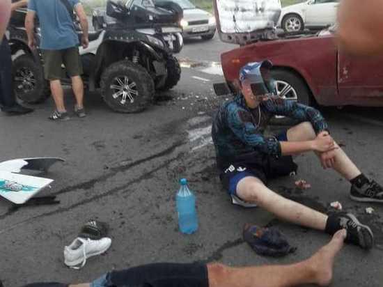 В Хакасии лоб в лоб столкнулись ВАЗ и квадроцикл