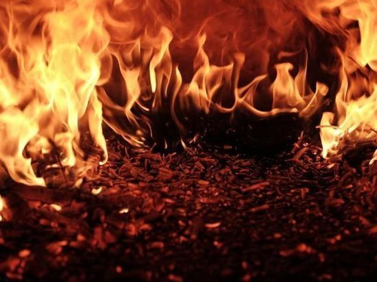 В кузбасском городе злоумышленники сожгли здание