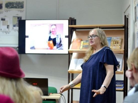 Калининградская писательница дала творческий вечер в областной библиотеке, который прошёл с оглушительным успехом.