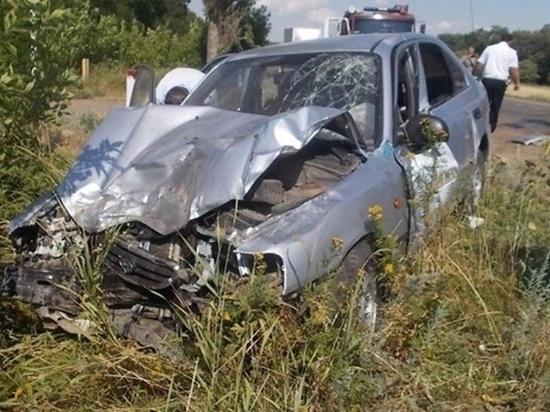 В Ростовской области столкнулись трактор и иномарка: пострадали трое