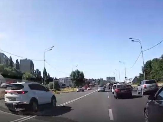 Воронежского автохама оштрафовали по видео из соцсетей