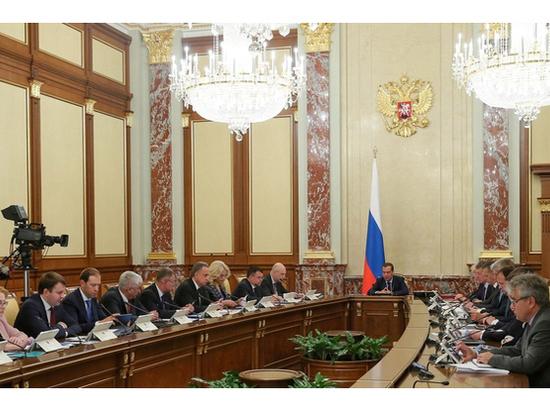 Дмитрий Медведев выделил Псковской области полмиллиарда рублей на медоборудование