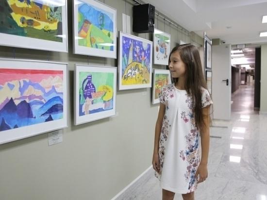 Девятилетняя девочка из Волгограда рисует «под Ван Гога»