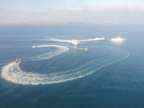 Украинский главком пообещал повторить проход своих кораблей через Керченский пролив