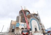Два архиерея провели праздничную службу в храме Салехарда