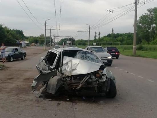 В Башкирии «Нексия» протаранила электроопору - водитель выжил