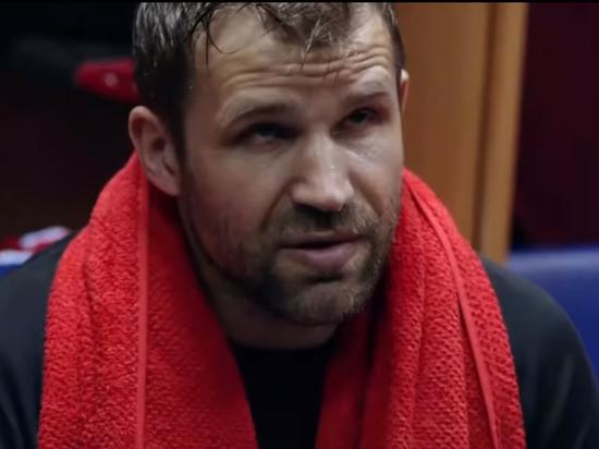 Сыгравший хоккеиста Овечкина артист раскрыл причины задержания ваэропорту