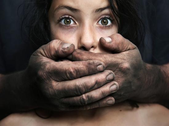 В Ачинске 17-летняя девушка выпрыгнула из окна после изнасилования