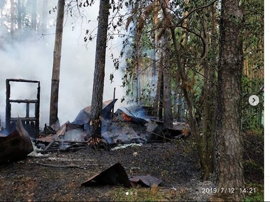 В Шарташском лесопарке произошел пожар на «генеральских дачах»