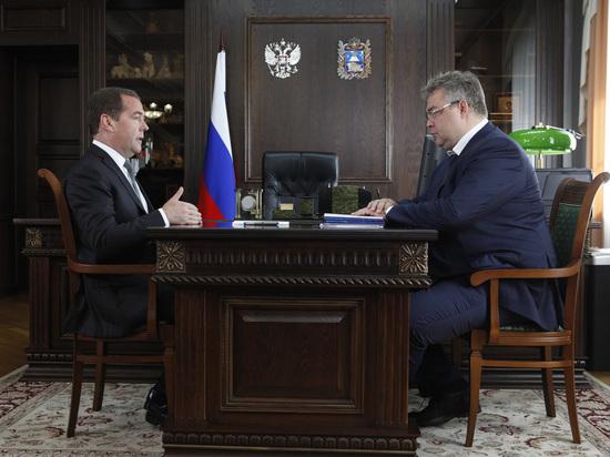 Медведев и Владимиров обсудили реализацию нацпроектов и вопросы АПК