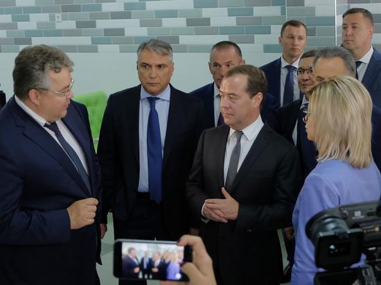 Дмитрий Медведев пошел в школу в Ставрополе