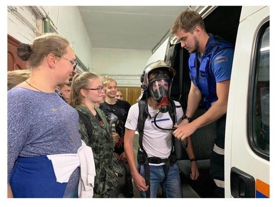 Юные серпуховичи побывали на экскурсии у спасателей «Юпитера»