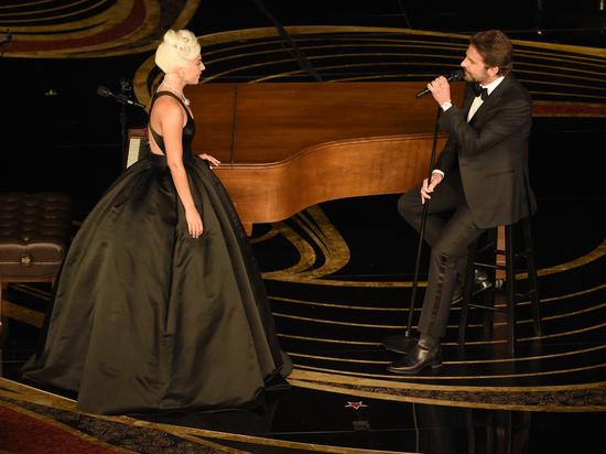 Леди Гага и актер Брэдли Купер съехались