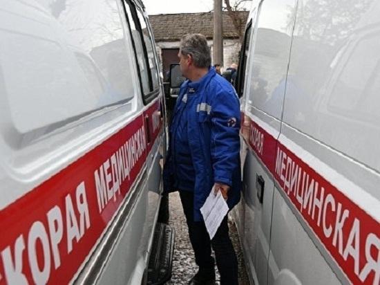 В Крыму лихач на «мазде» на полной скорости въехал в витрину магазина