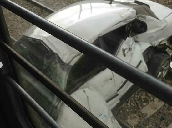 На Ставрополье электричка сбила иномарку