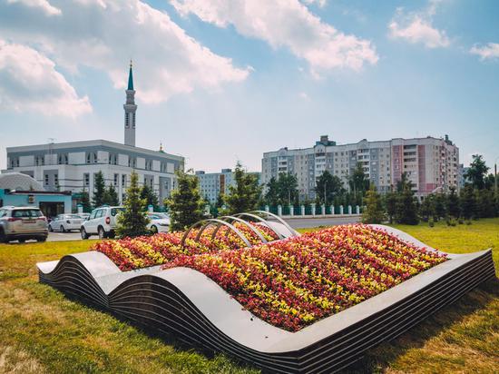В Казани появились объемные цветочные композиции