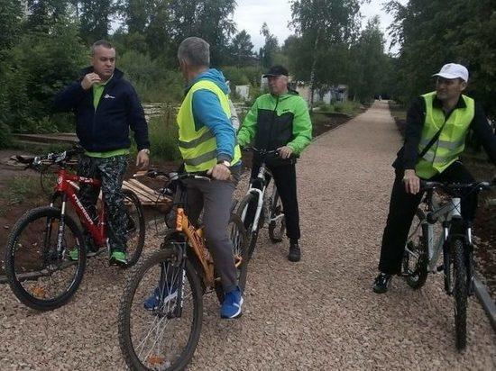 Представители мэрии проехали на велосипедах по Нововятску