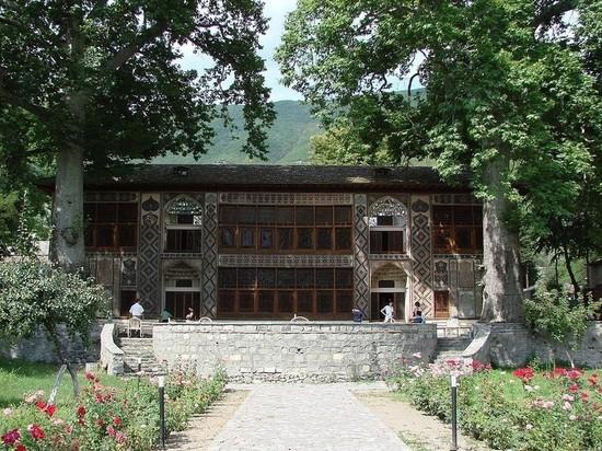 Россияне пострадали при ЧП во дворце Шекинских ханов в Азербайджане