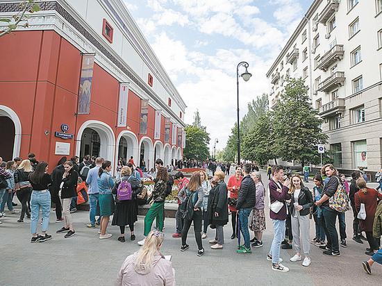 Москвичи выстроились в очереди: семь часов к Эдварду Мунку