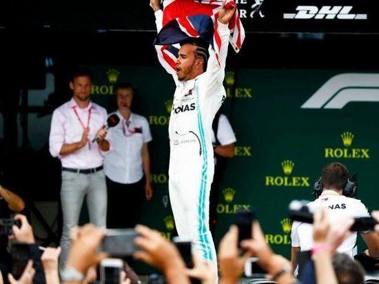Хэмилтон выиграл Гран-при Великобритании, Квят прорвался на 9-е место