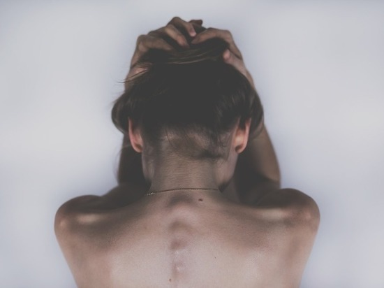 Назван тип боли, который сигнализирует о дефиците витамина В12