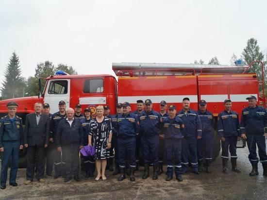 Новую пожарную автоцистерну передали в Борисово-Судское Бабаевского района