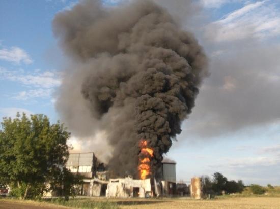 Под Краснодаром произошёл крупный пожар на заводе по производству сои