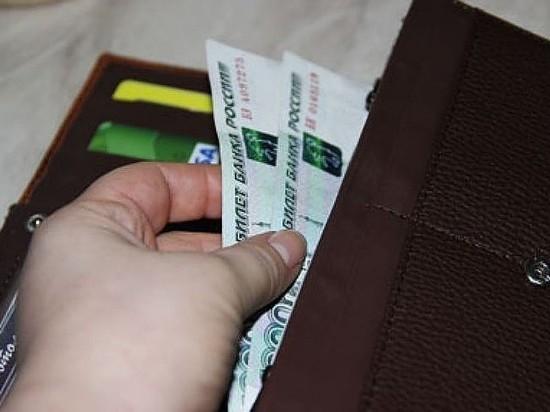 В Орске на улице  грабитель забрал деньги и мобильник