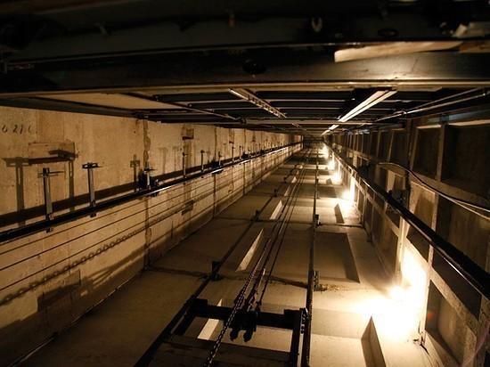 В одном из ТЦ Оренбурга женщина упала в шахту лифта