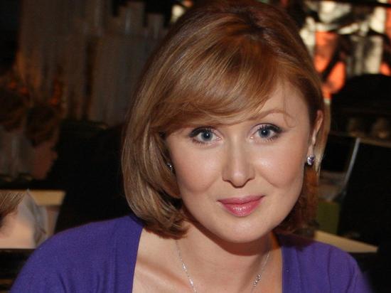 Телеведущая Елена Ищеева засудила мебельщиков за гарнитур с плесенью